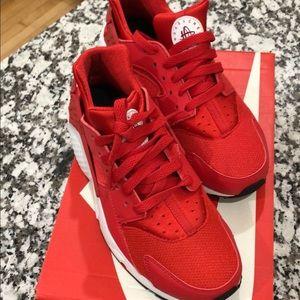 Nike Shoes - ‼️BRAND NEW‼️ Nike Huarache Run size 7y